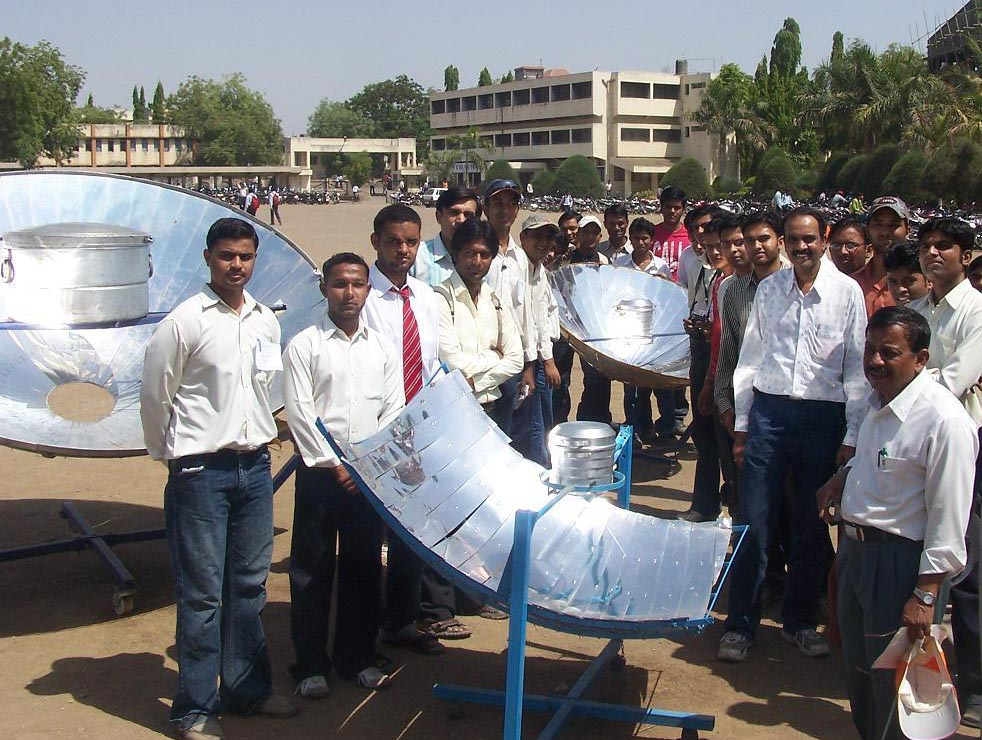 parabolic solar cooker project report pdf
