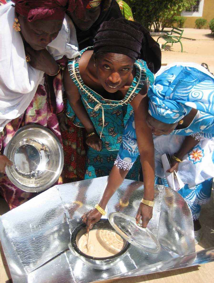 Solar cooking trainer Kin� Seck demonstrates how to use the HotPot as part of the Senegal Solar Cooking Initiative