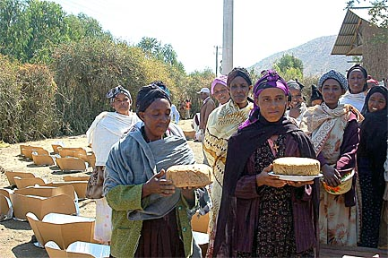 Workshop participants successfully solar-bake bread in Ethiopia